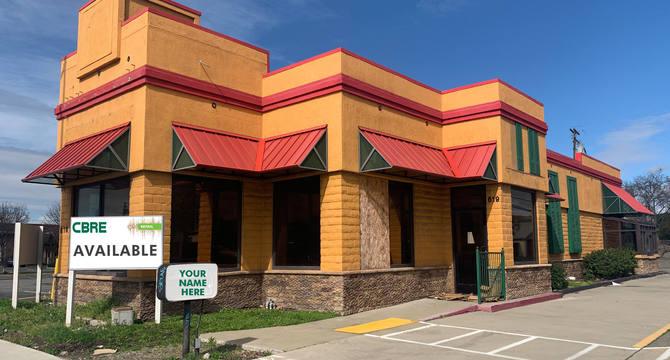 CBRE RetailFreestanding Restaurant with Drive-through619 E. 10th Street  Photo