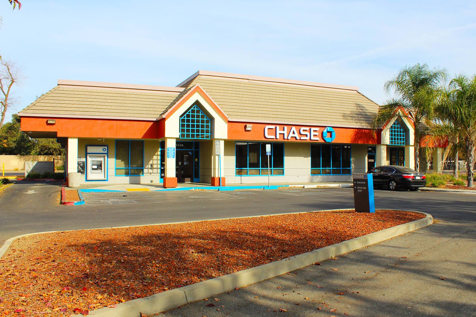 CBRE RetailWoodland Retail Pad1224 E Gibson Road  Photo