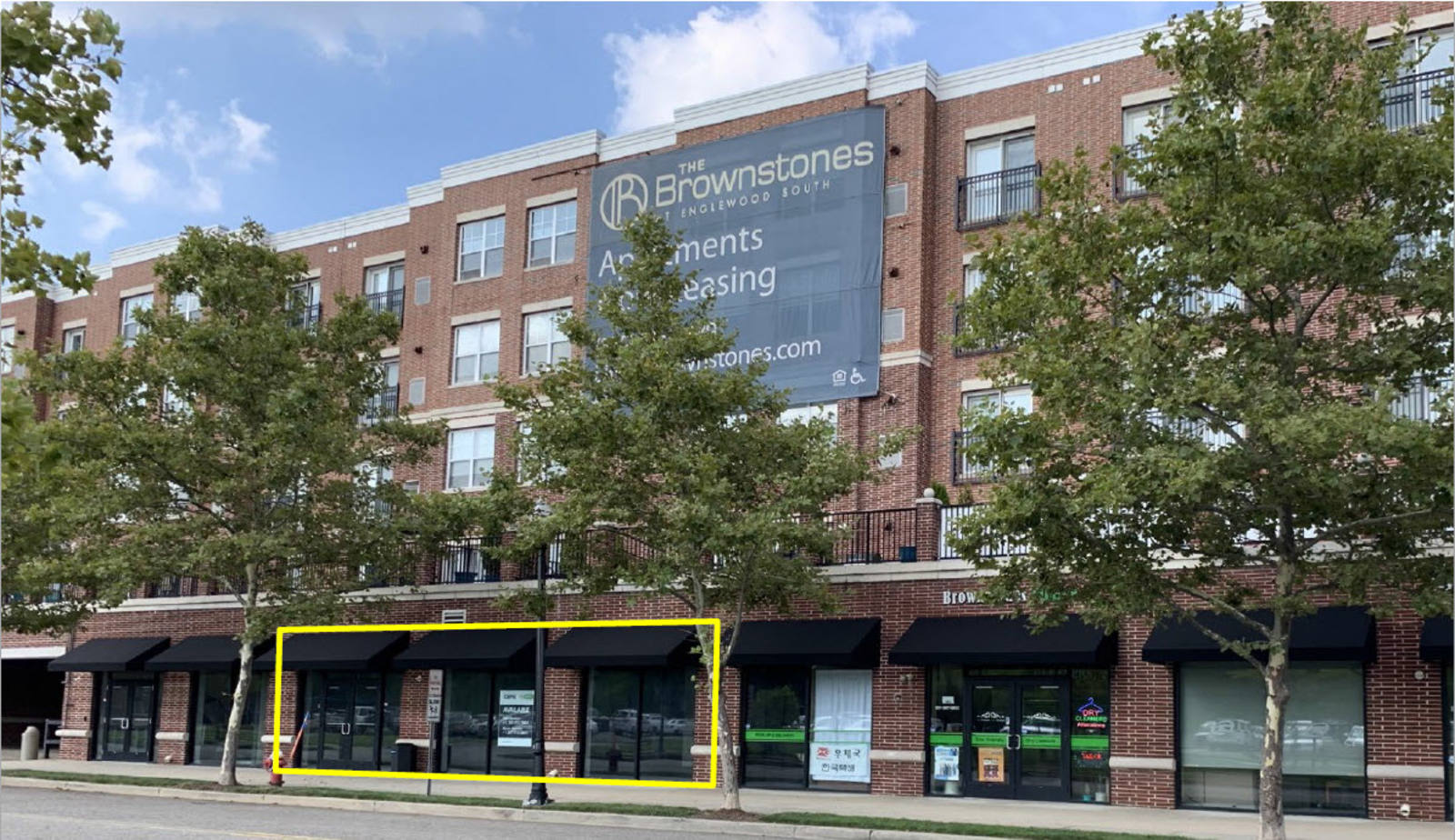 CBRE RetailThe Brownstones at Englewood17 Nordhoff Place  Photo