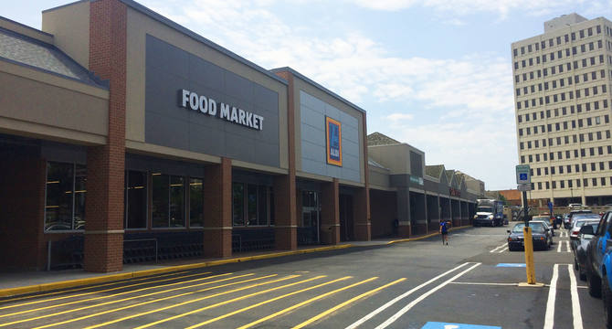 CBRE RetailSeminary Plaza4604 Kenmore Avenue  Photo