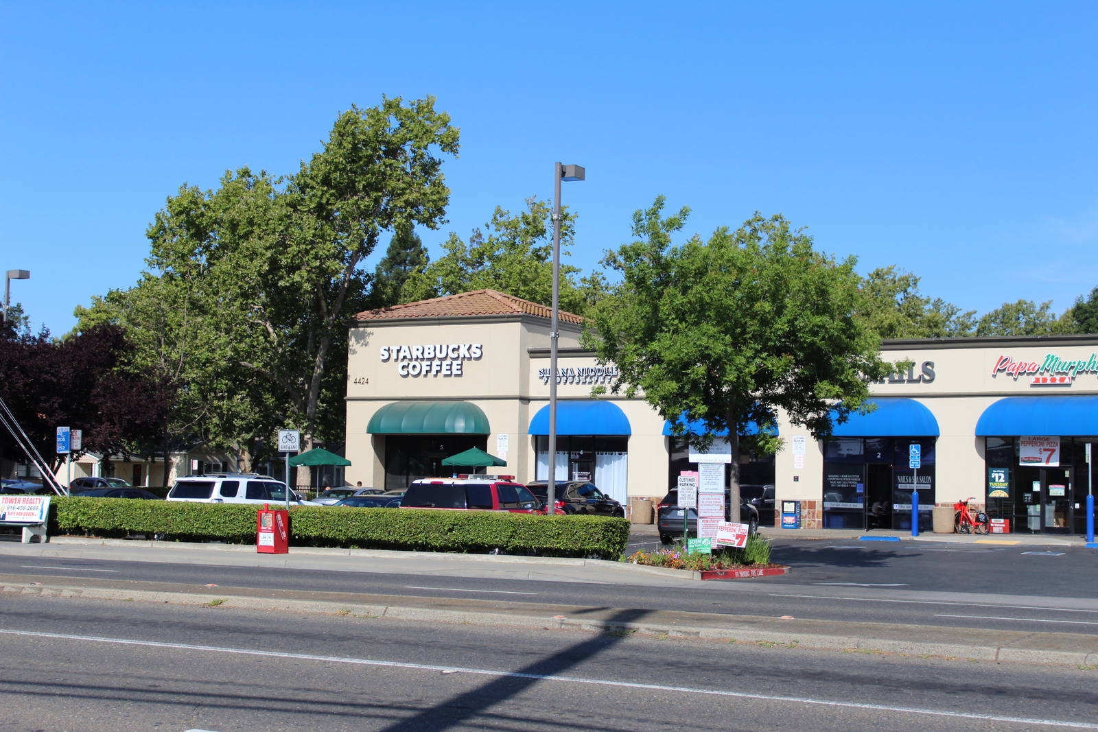 CBRE RetailSutterville Square4400 Freeport Blvd  Photo
