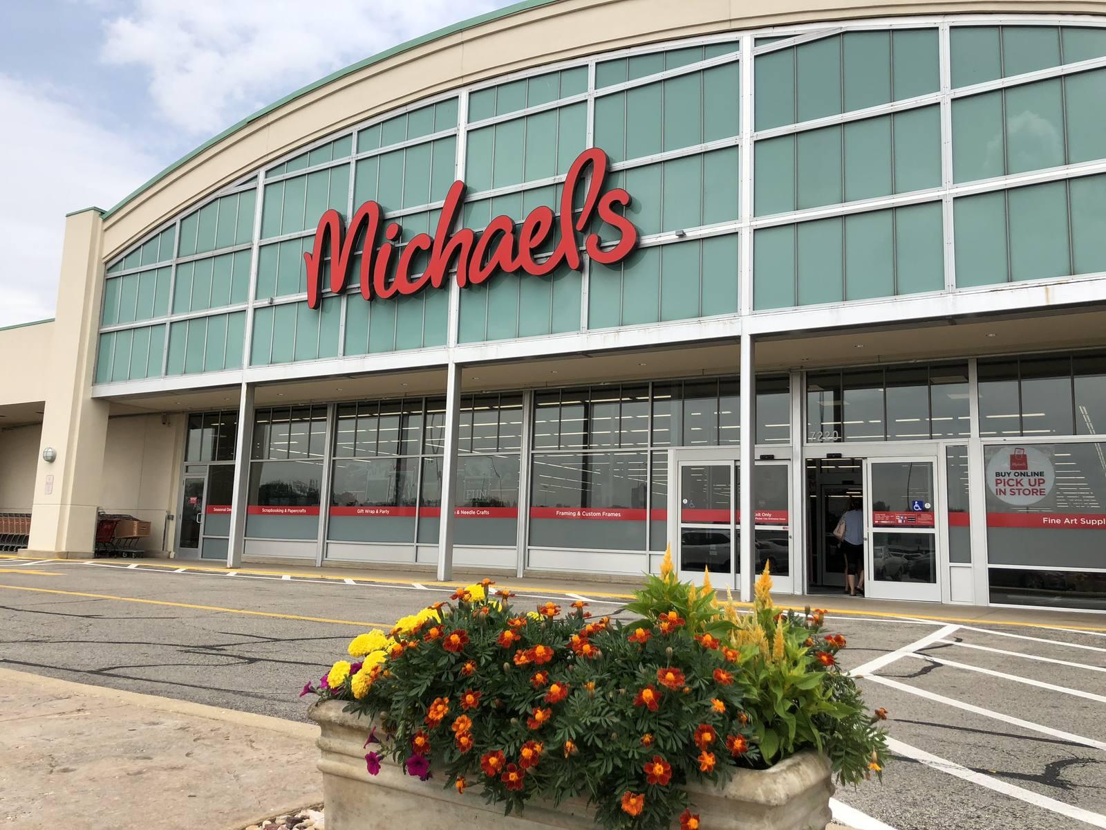 CBRE RetailVillage Plaza - Morton Grove7250 Dempster St  Photo