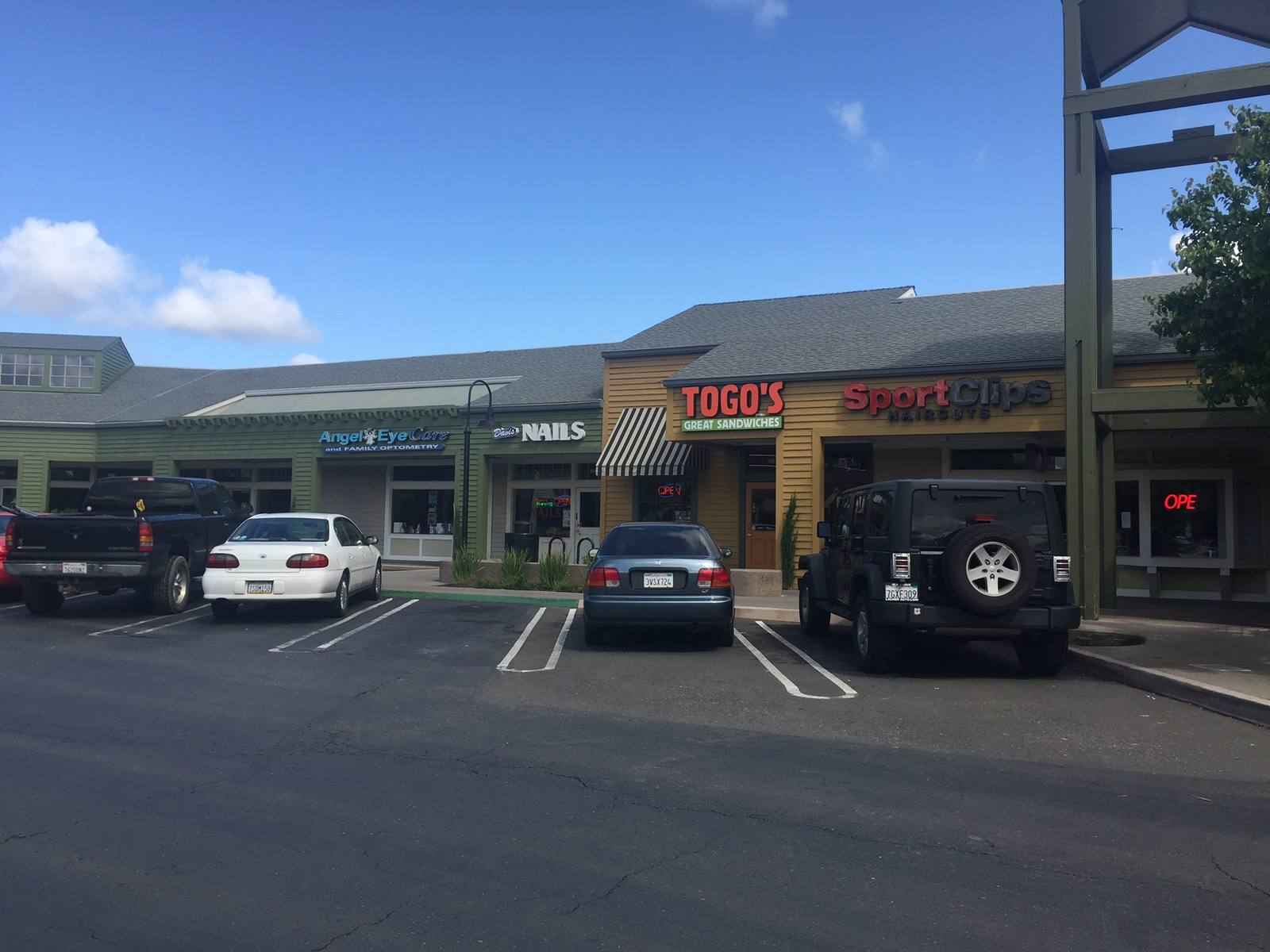 CBRE RetailDavis Marketplace1411 W Covell Blvd  Photo