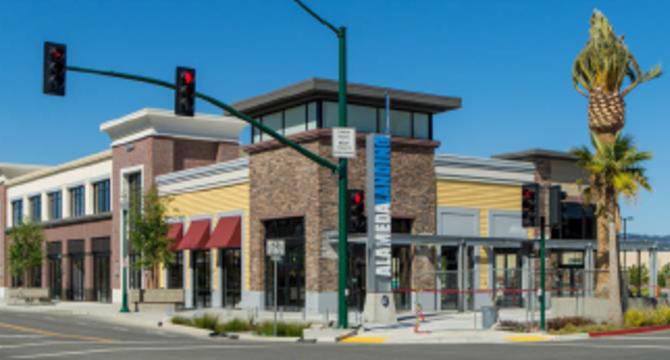 CBRE RetailAlameda Landing Shopping Center2600-2700 5th Street  Photo