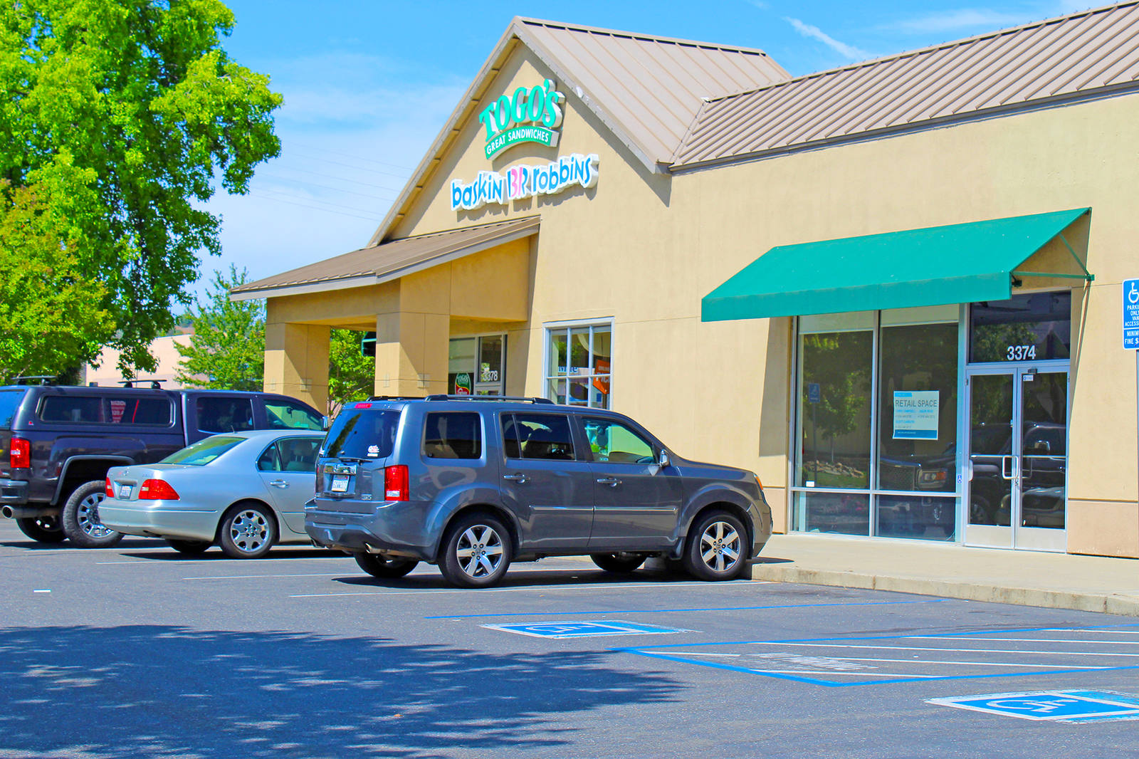 CBRE RetailCameron Park Place3326 Coach Ln  Photo