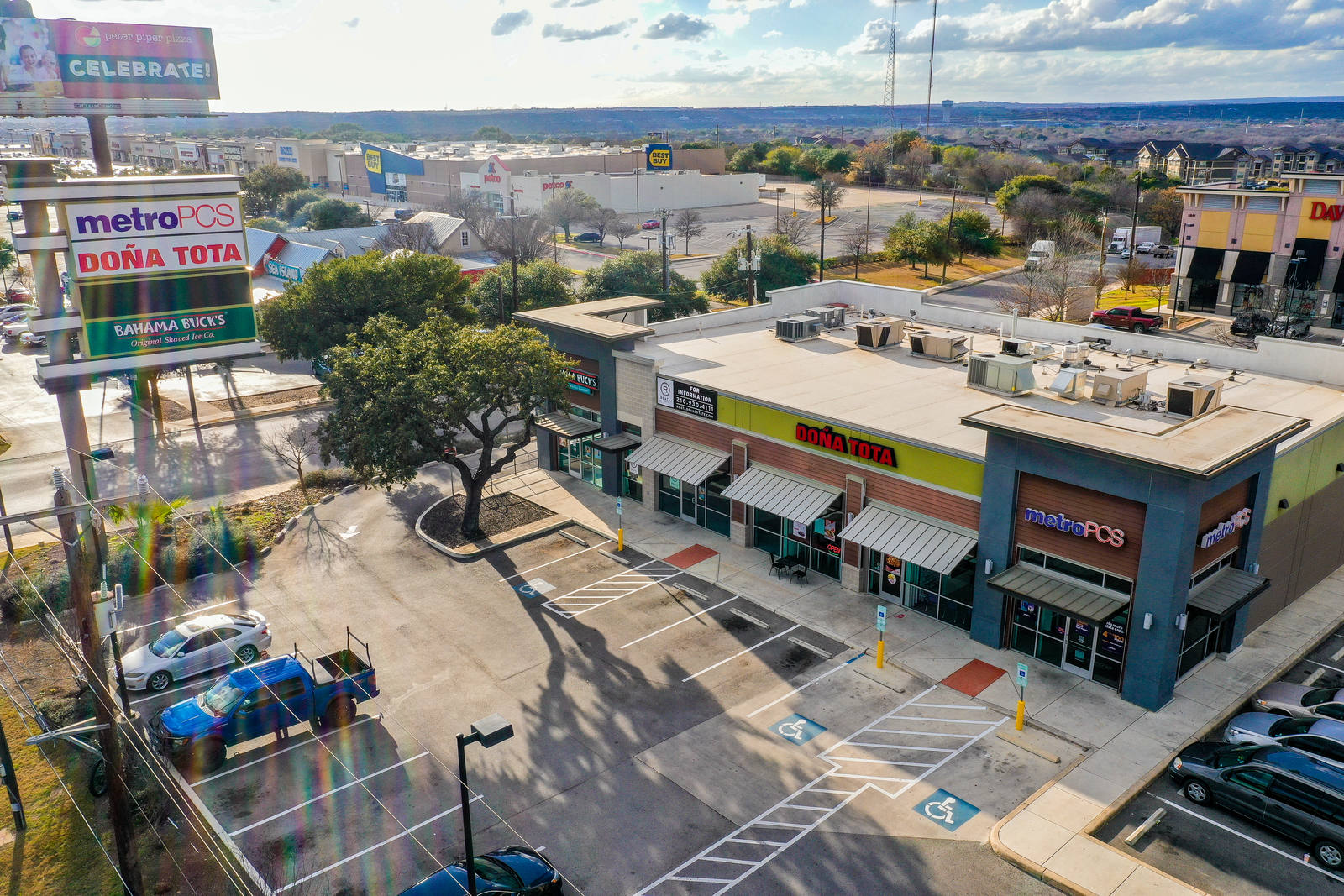 CBRE RetailShops at Ingram HeightsNW Loop 410 & Roxbury Dr  Photo