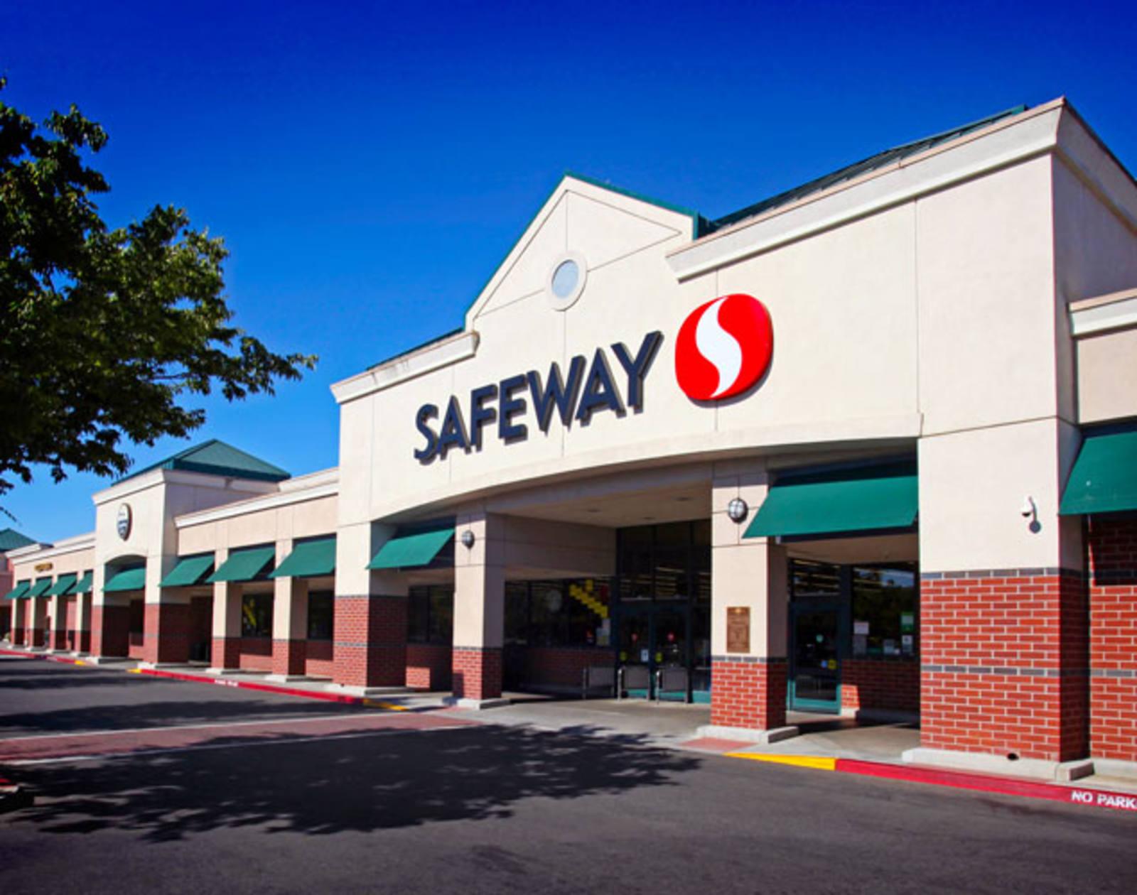 CBRE RetailOakshade Town Center2121 Cowell Blvd  Photo