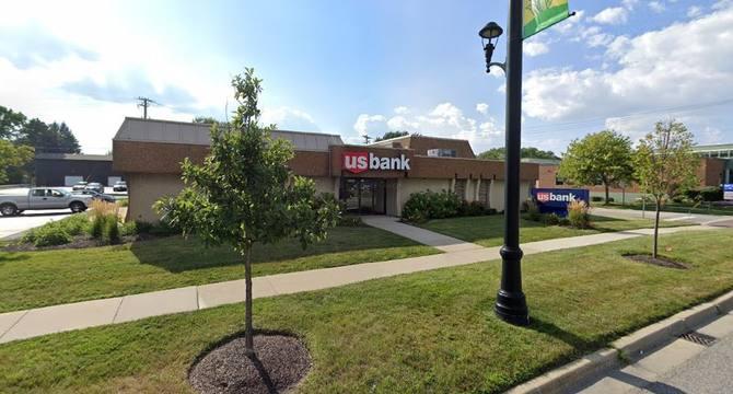 CBRE RetailAlsip Former US Bank12004 S Pulaski Rd  Photo