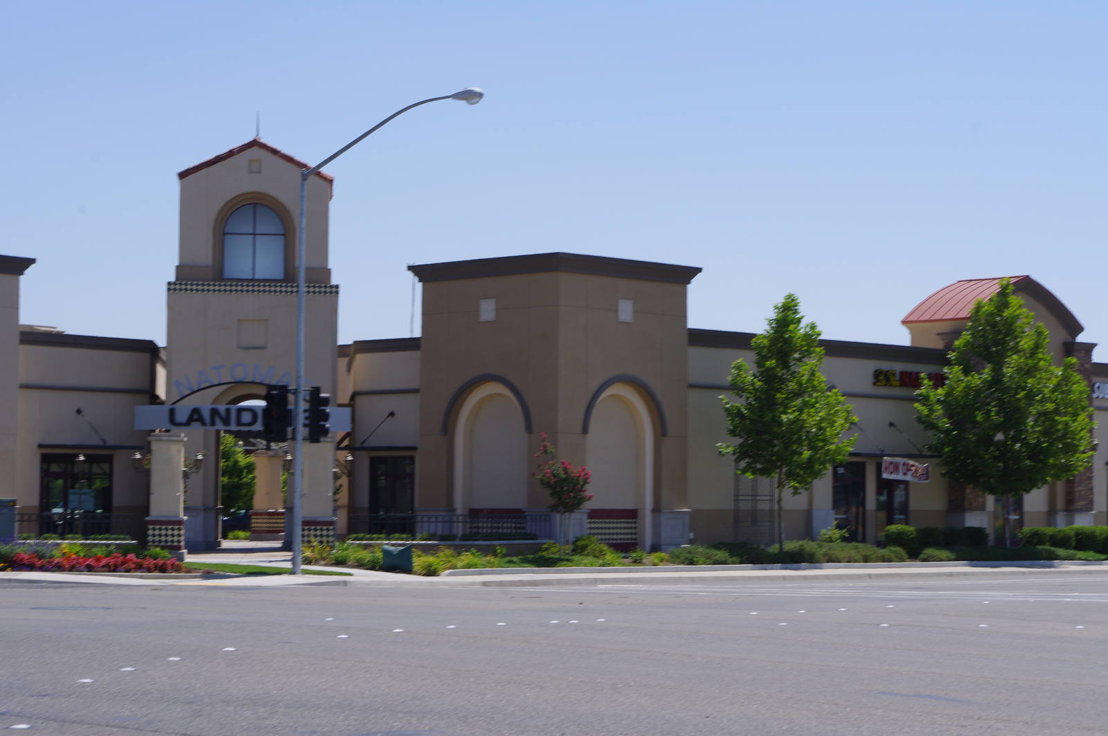 CBRE RetailNatomas Landing2580 Arena Boulevard & 4000 E Commerce Way  Photo