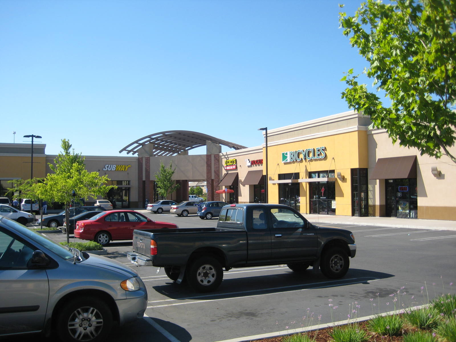 CBRE RetailNugget Plaza781 Pleasant Grove Blvd  Photo