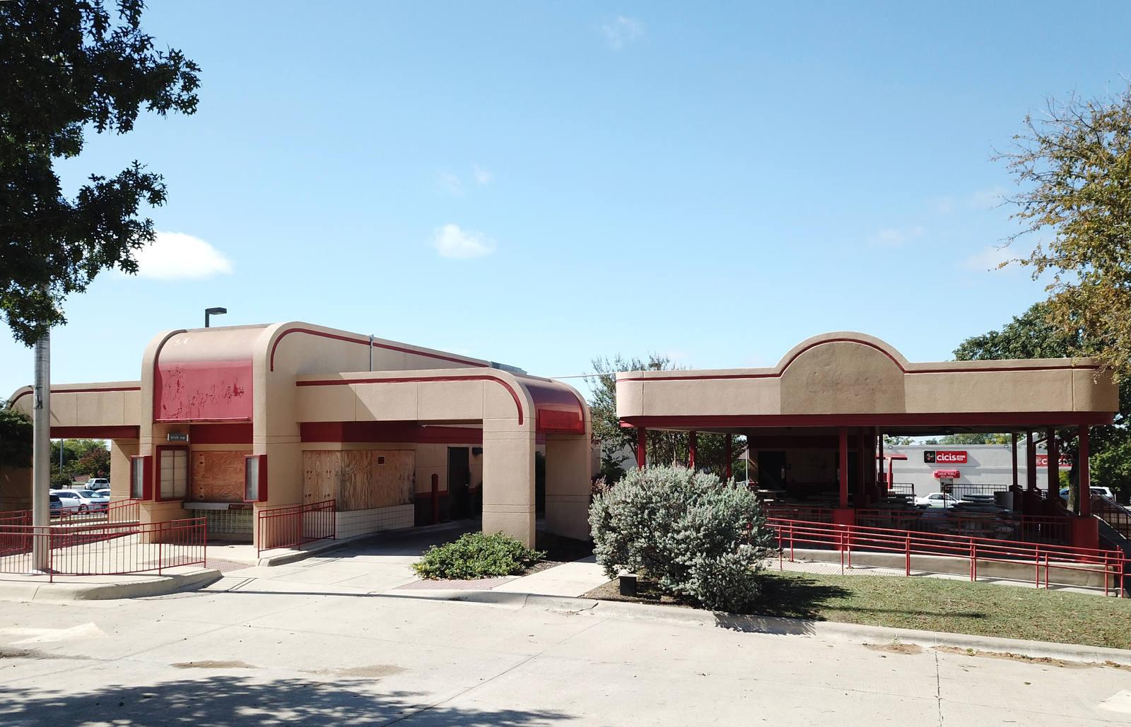 CBRE RetailTemple TX Former Restaurant with Drive-Thru Redevelopment Opportunity3306 S 31st Street  Photo