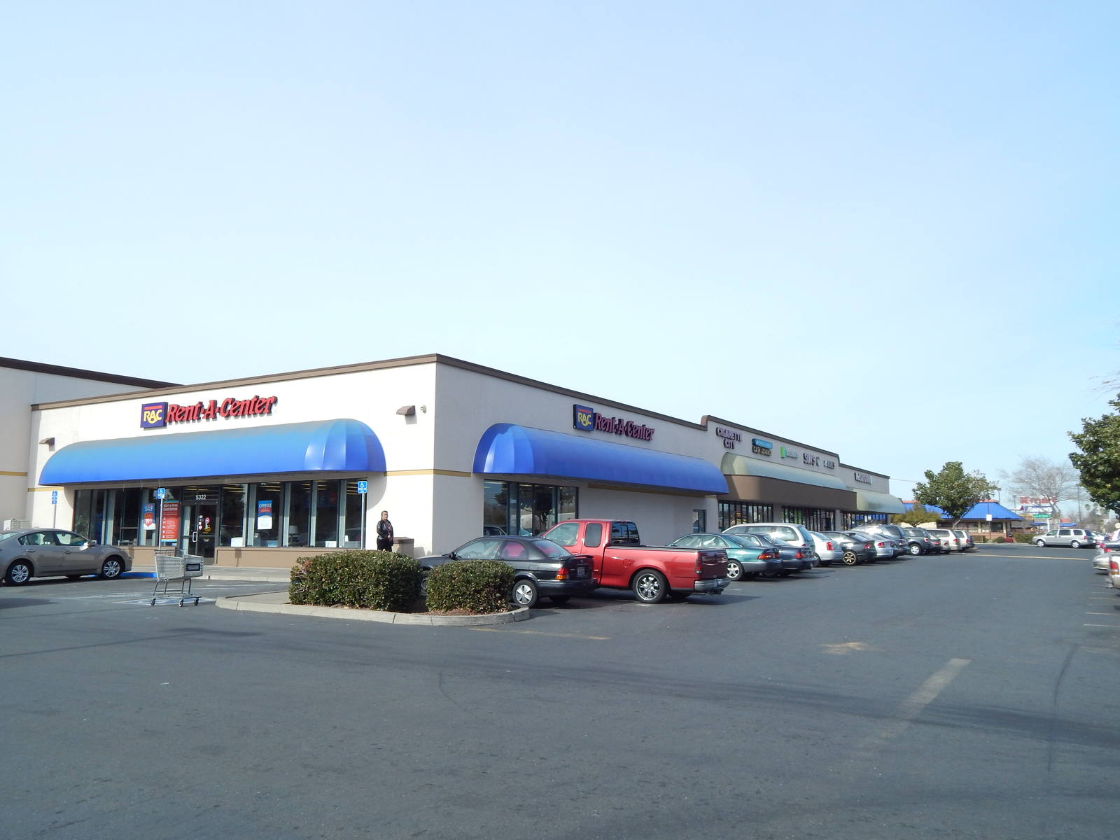 CBRE RetailStockridge Plaza5101 Fruitridge Rd  Photo