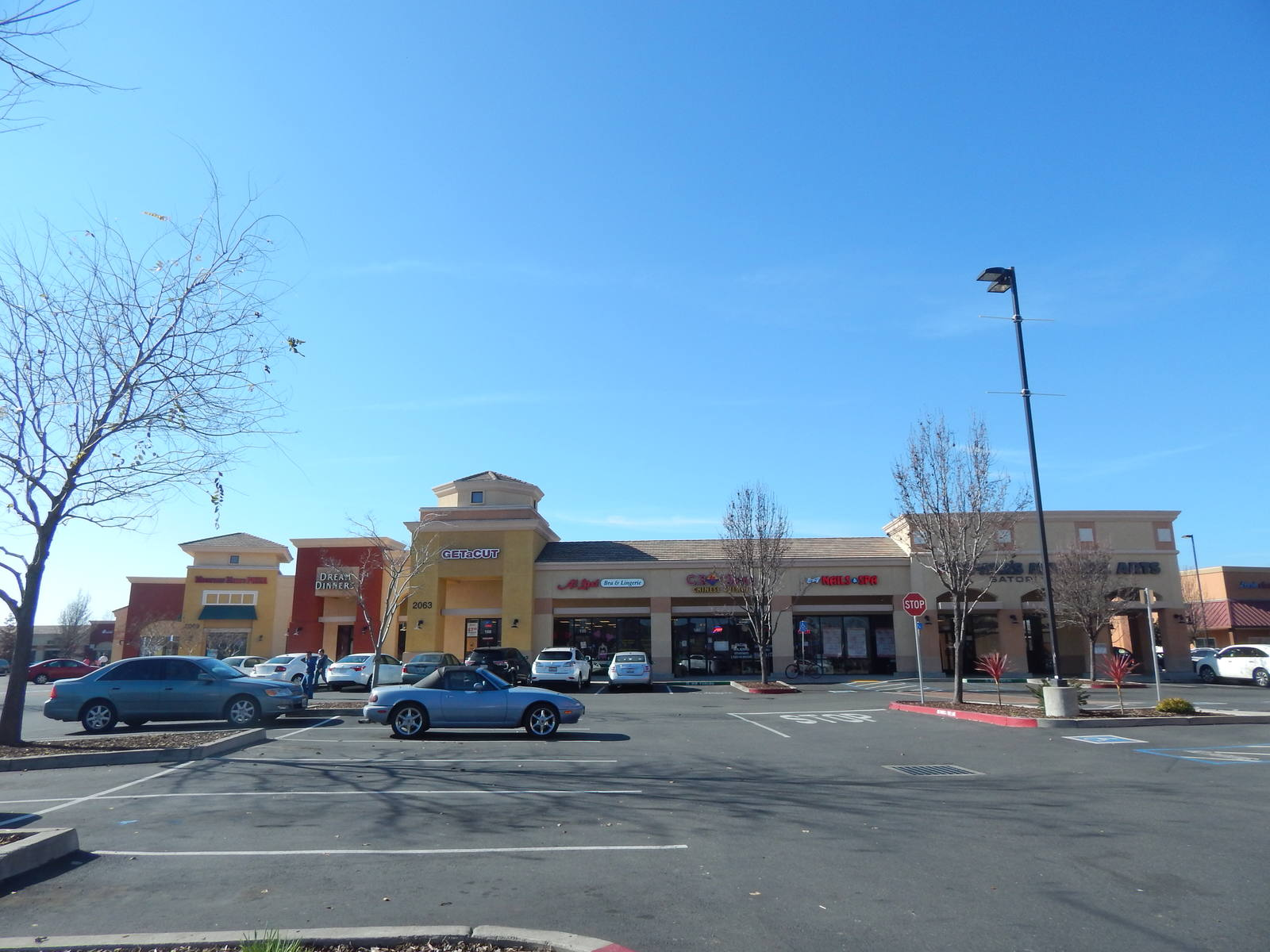 CBRE RetailTruxel Station2051 Arena Blvd  Photo