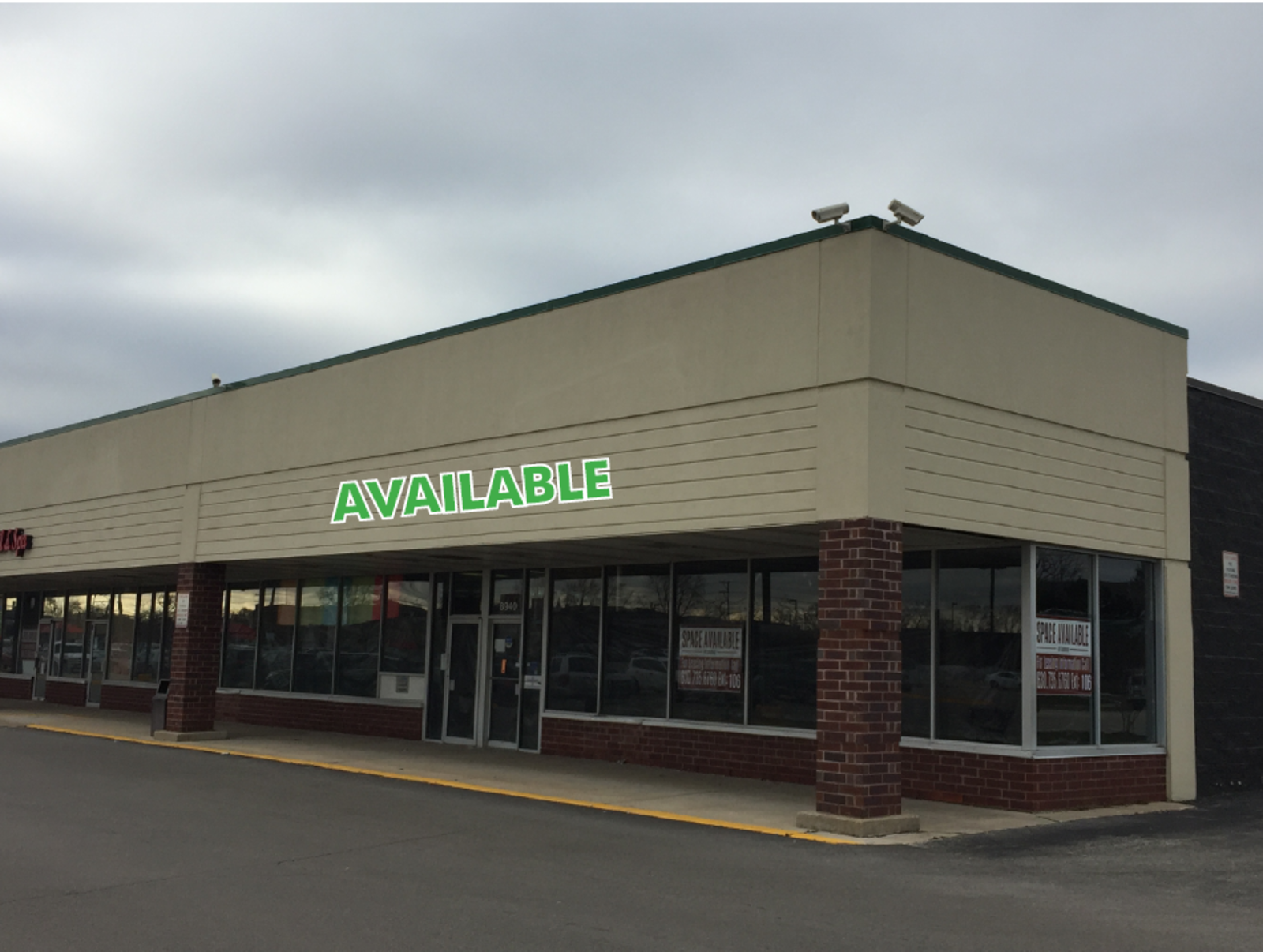 CBRE RetailBallard Plaza8940 N Greenwood Ave  Photo