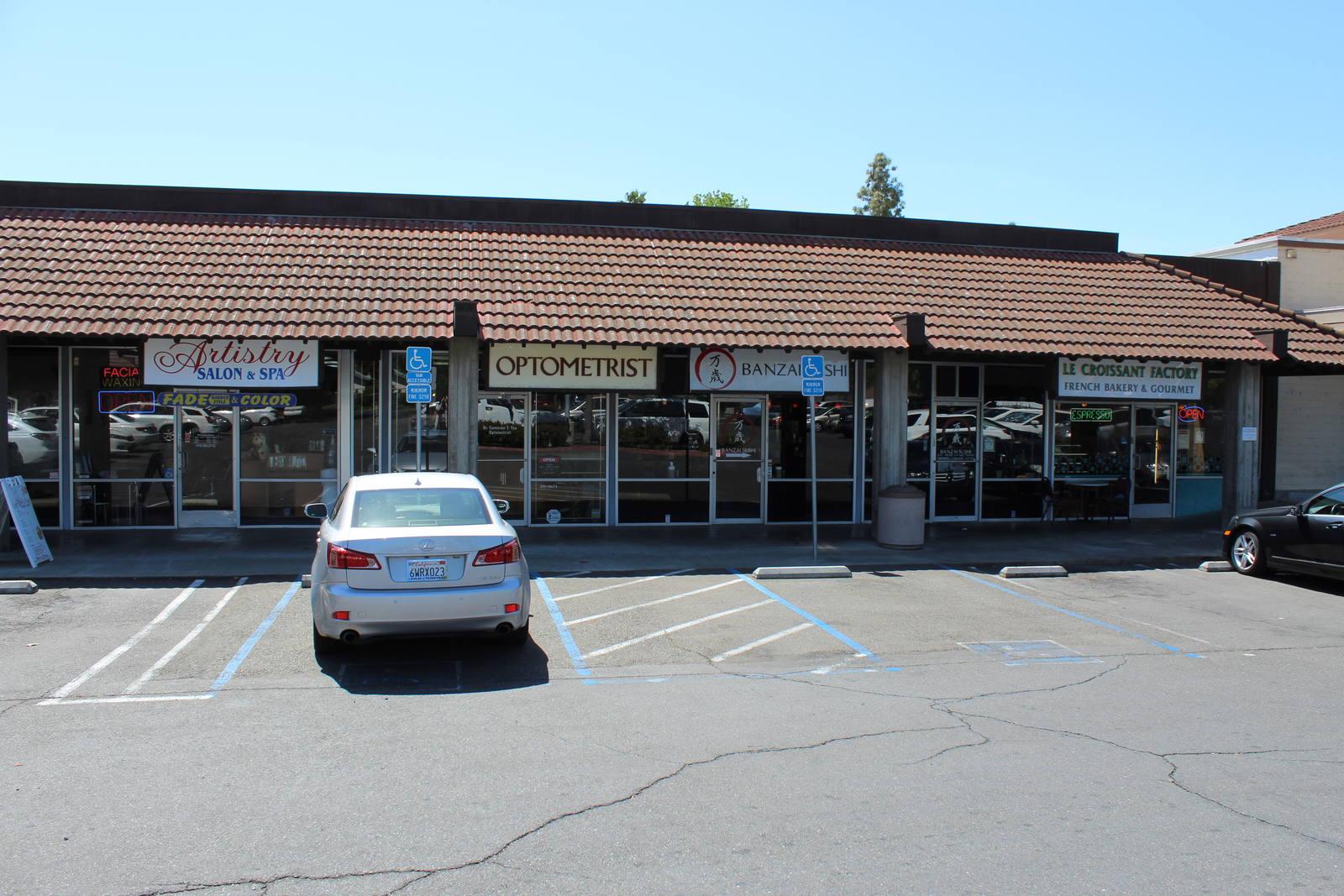 CBRE RetailRiverside Plaza6421 Riverside Blvd  Photo