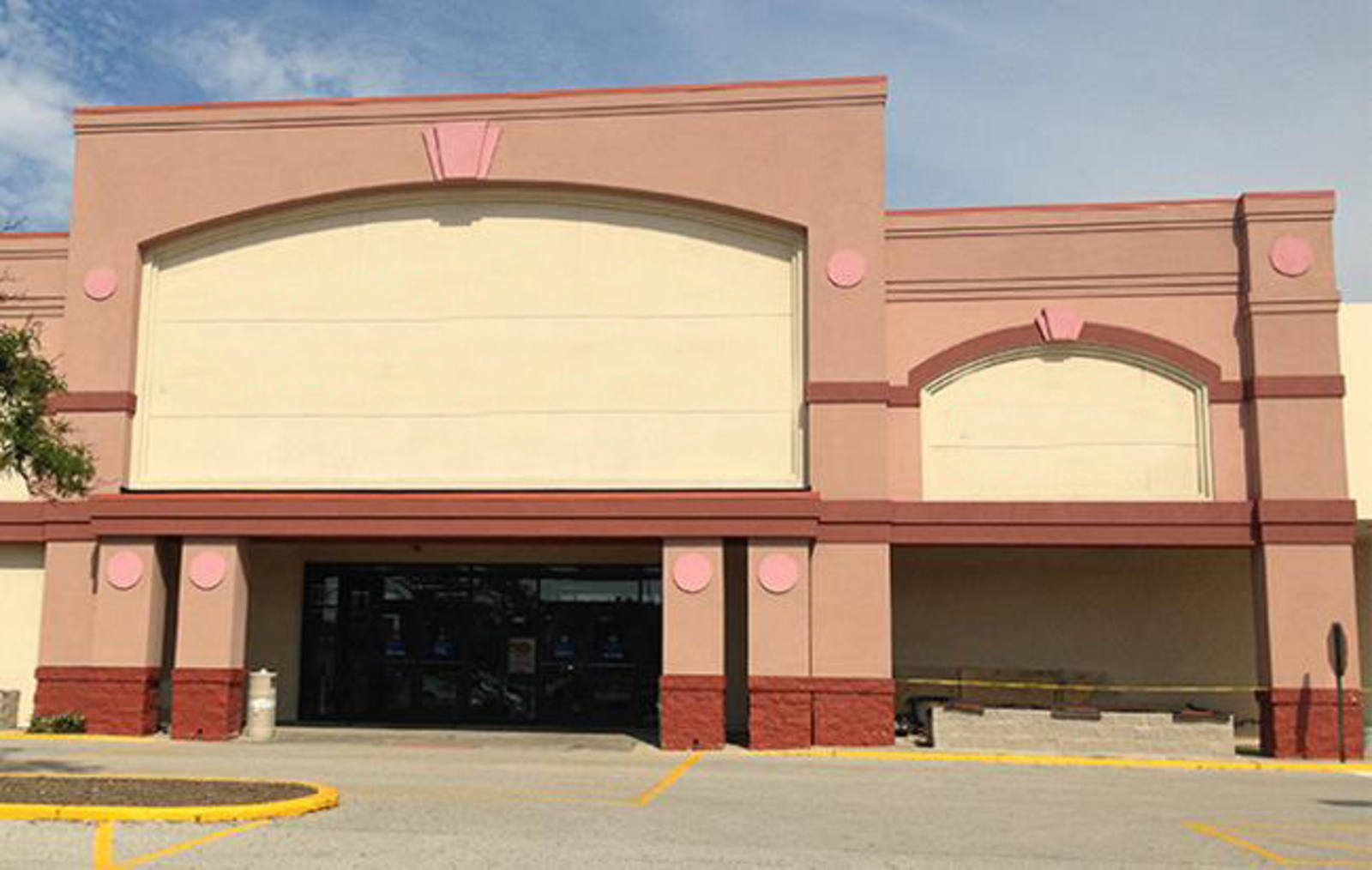 CBRE RetailTownline Square1555 S. Lake St.  Photo