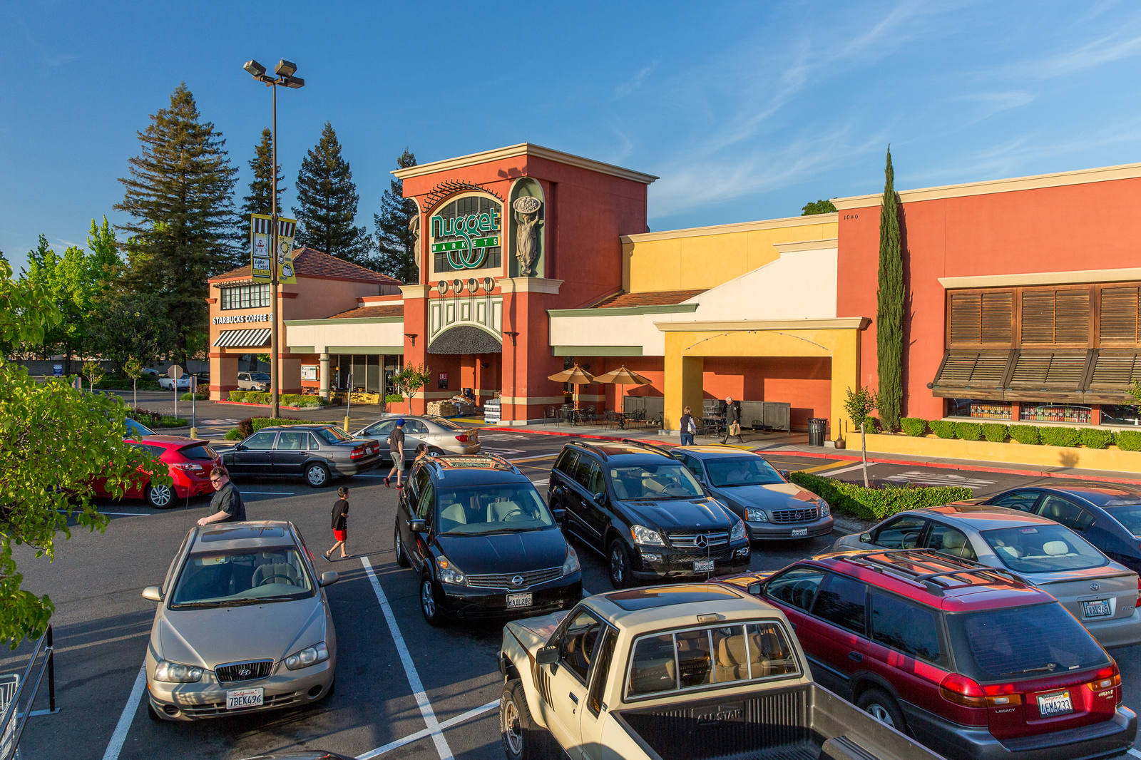CBRE RetailLake Crest Village1000 Florin Rd  Photo