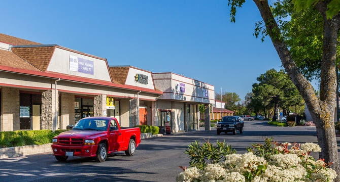 CBRE RetailWoodland Plaza47 W. Main Street  Photo