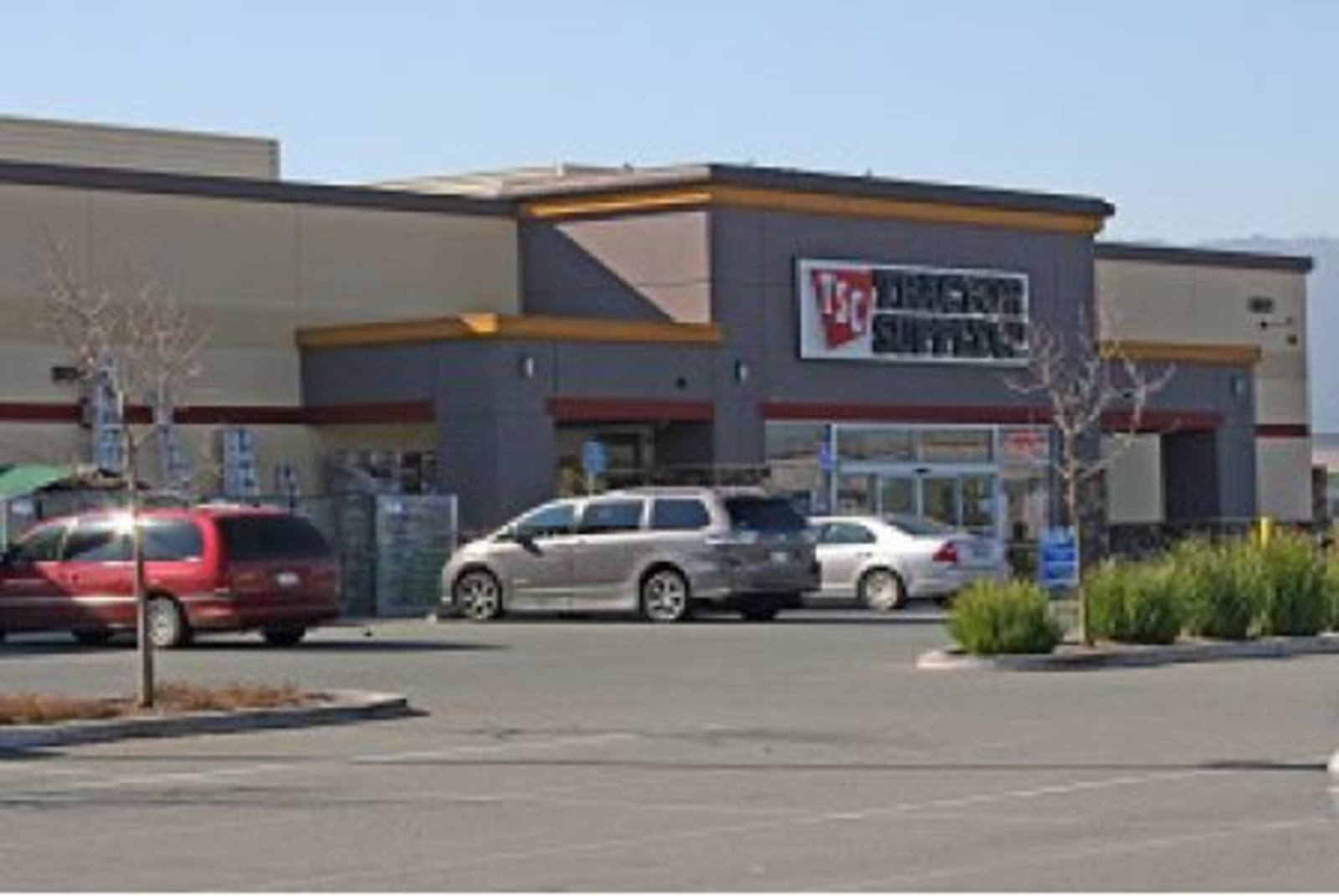 CBRE RetailMcCarthy Retail Center6881 Cameron Blvd  Photo