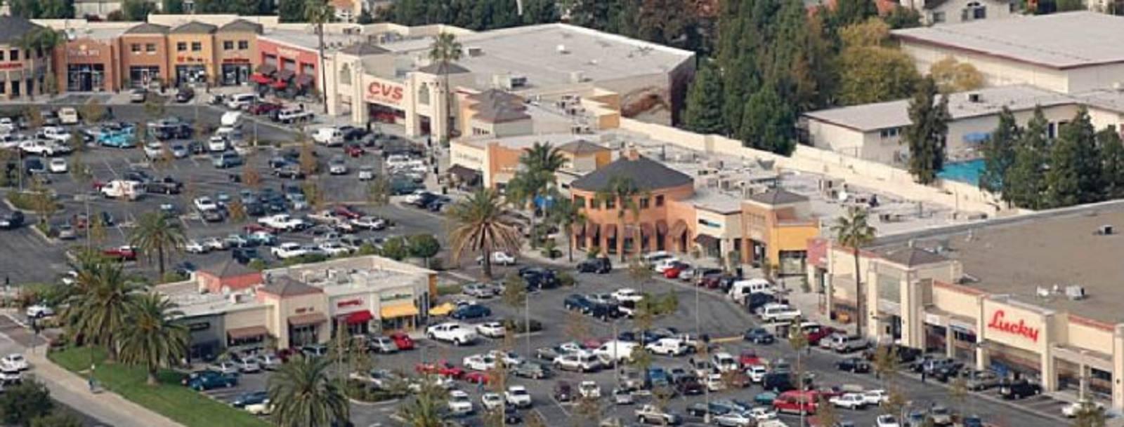 CBRE RetailCamden Park Shopping CenterCamden and Union Avenues  Photo