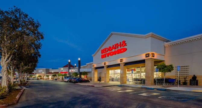CBRE RetailBridgepointe Shopping CenterHighway 92 & Baker Way  Photo