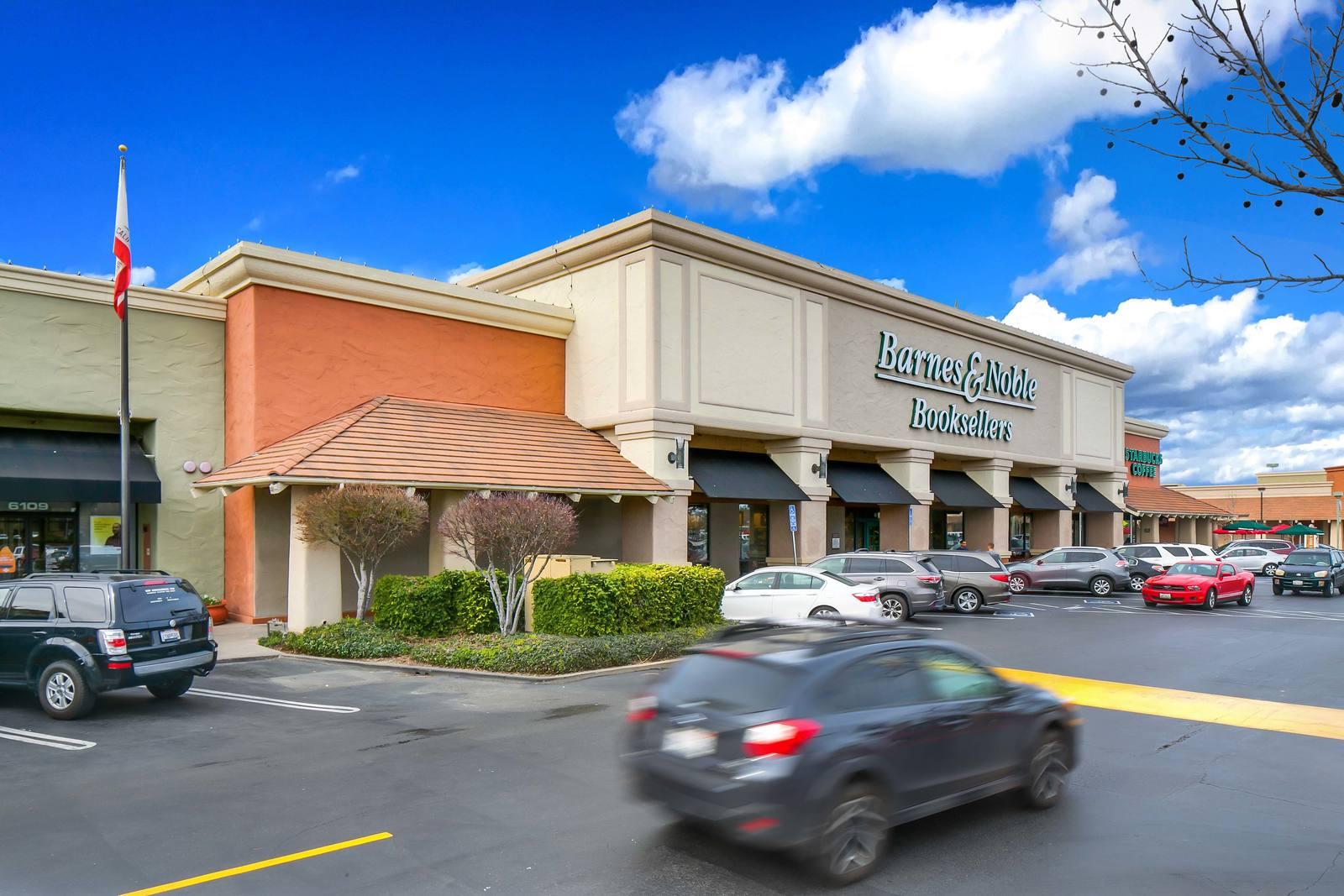 CBRE RetailThe Marketplace at Birdcage6111 Sunrise Blvd  Photo