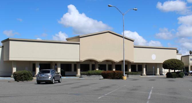 CBRE RetailWest Capitol Plaza1270 W Capitol Avenue  Photo
