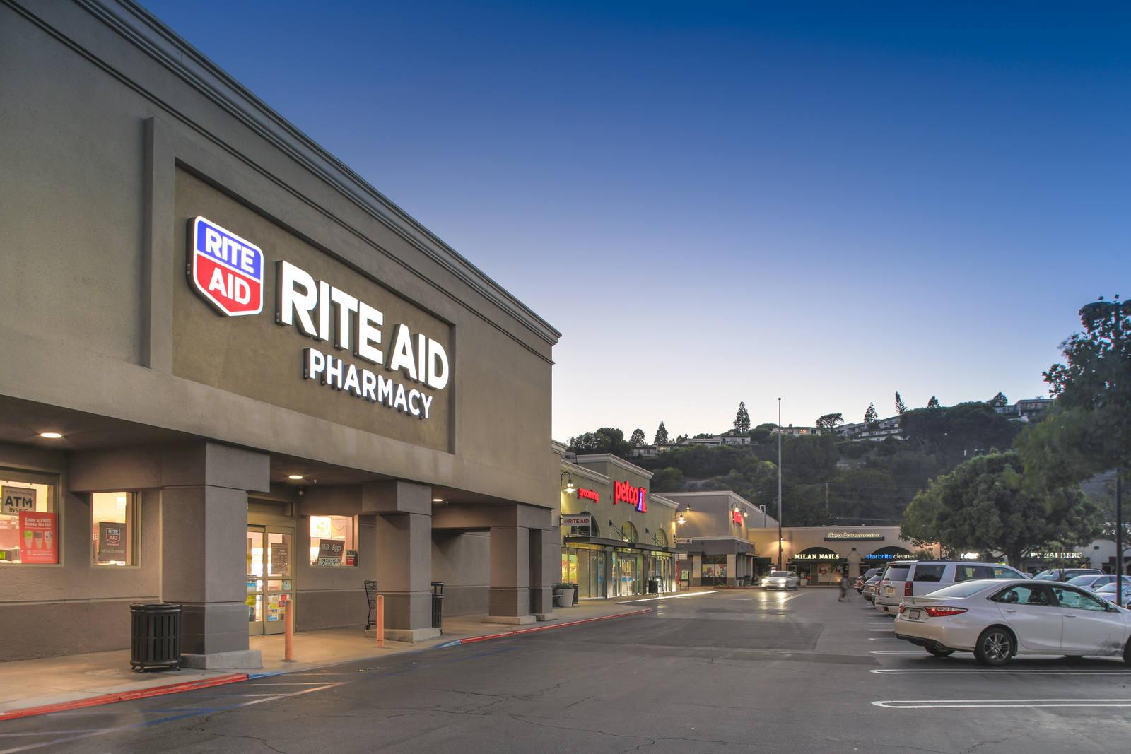 CBRE RetailPeninsula CenterSilver Spur & Hawthorne  Photo