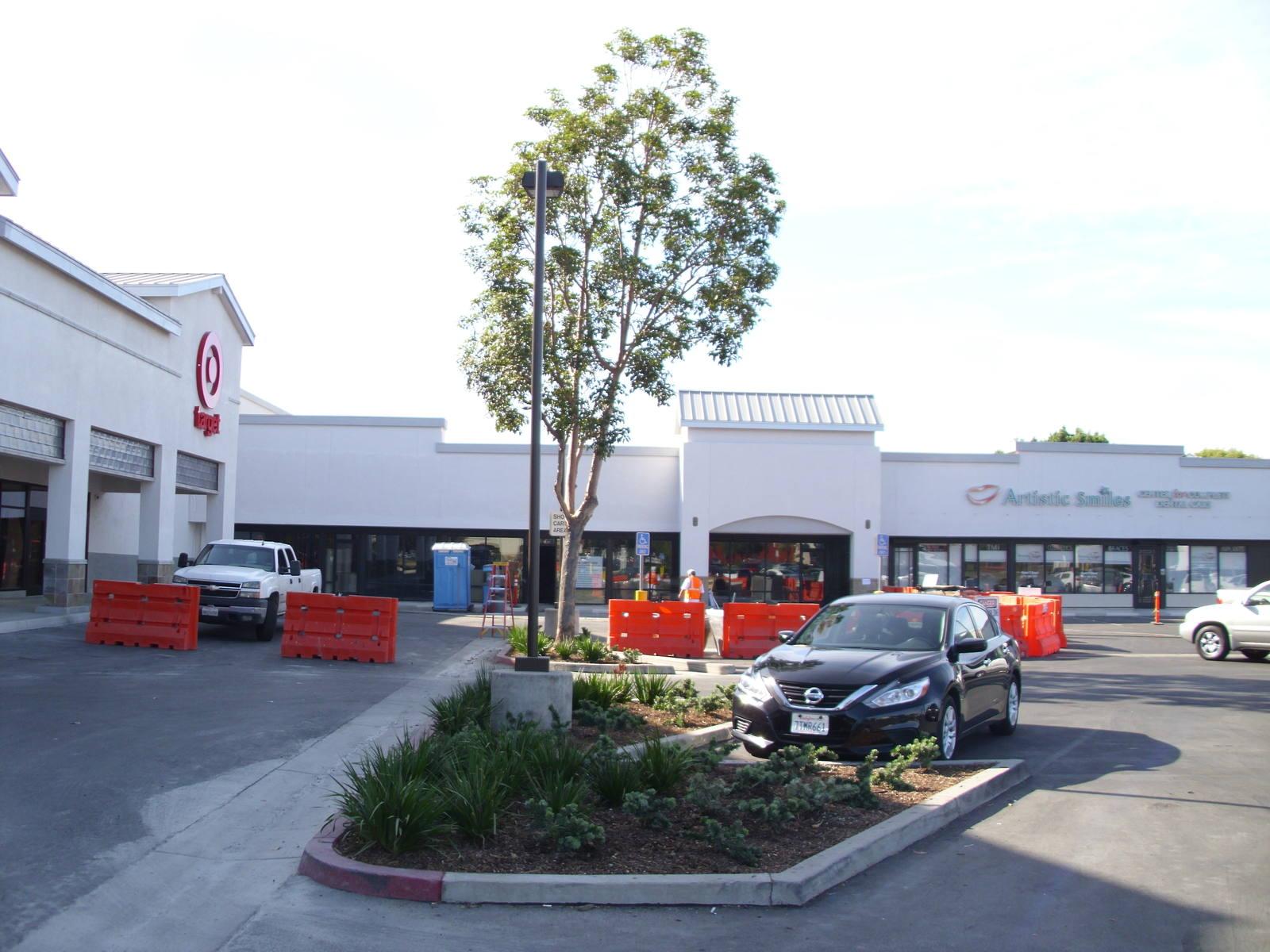 CBRE RetailRusty Leaf Plaza2512 E Chapman Avenue  Photo