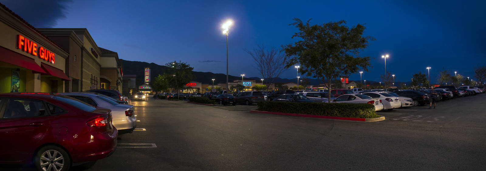 CBRE RetailFalcon Ridge Town Center15218-15320 Summit Ave  Photo