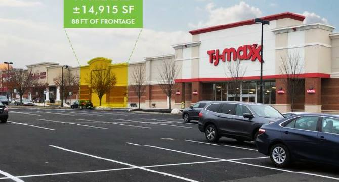 CBRE RetailValley Square Shopping Center1035 N Main Street  Photo