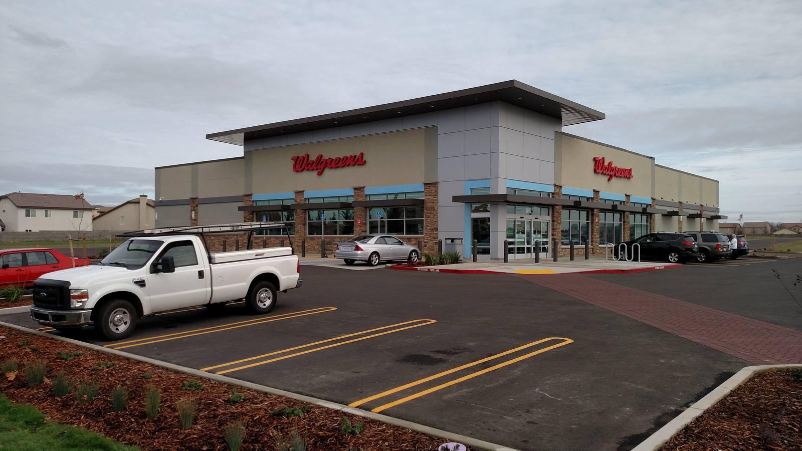 CBRE RetailBlue Oaks Retail CenterBLUE OAKS BLVD & WOODCREEK OAKS  Photo