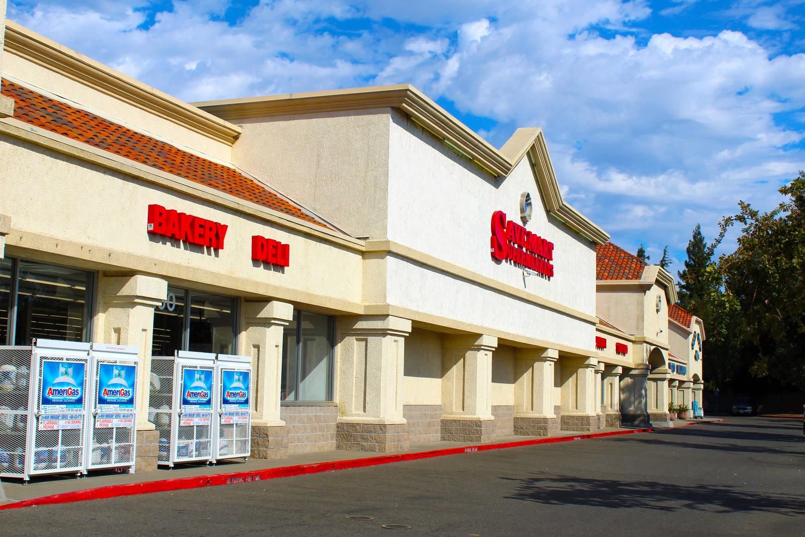 CBRE RetailElk Grove Camden Park Shopping CenterNWC Bond Road & Elk Grove-Florin Road  Photo