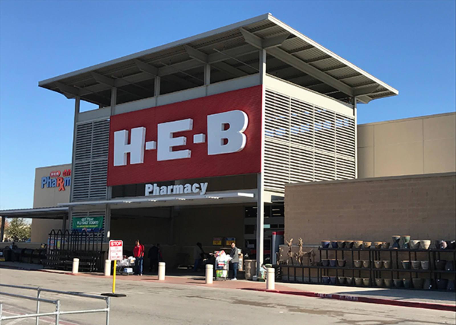 CBRE RetailWaxahachie H-E-B Center800 N Hwy 77  Photo
